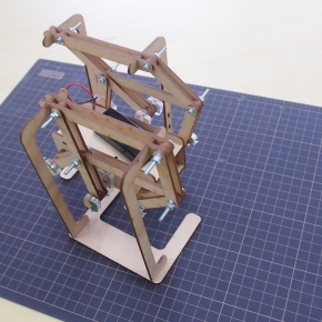 リンク機構を使った歩行ロボット
